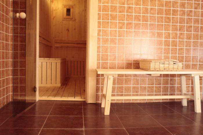 Две бани на дровах с современным дизайном